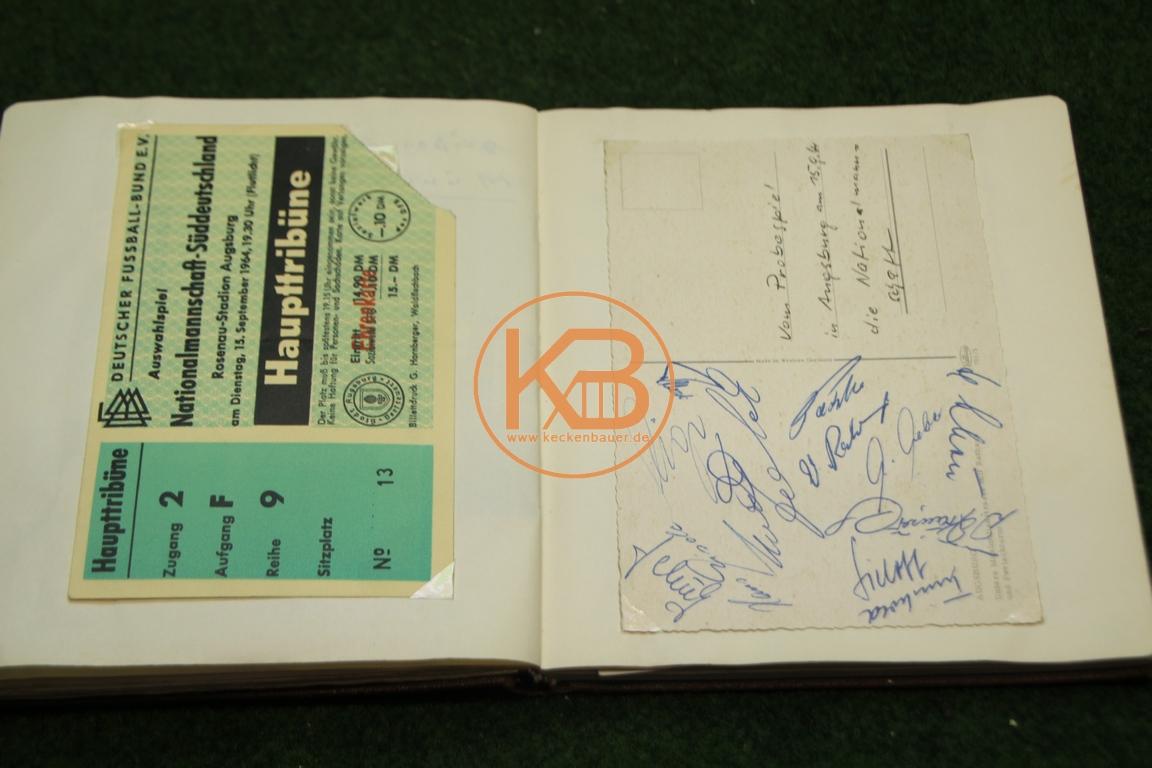 """Original Eintrittskarte vom """"Probe""""-Spiel Deutschland gegen Süddeutschland am 15.09.1964 in Augs-burg mit den original Autogrammen der deutschen Mannschaft"""