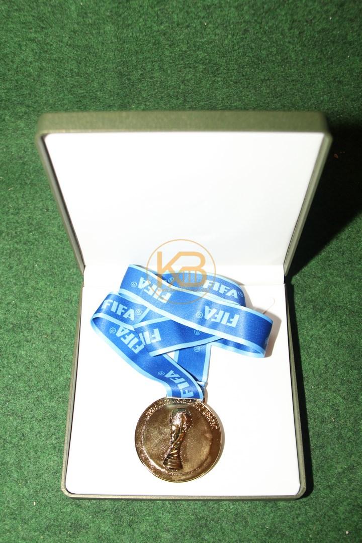 Gewinner Medaille von der Fussball Weltmeisterschaft 2014 in Brasilien. 1/3