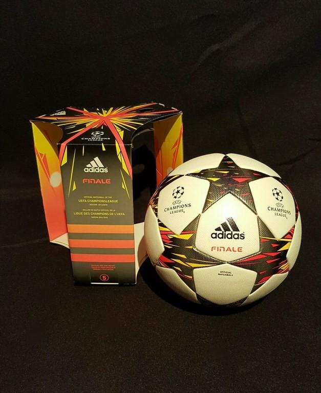 Der offizielle Spielball der ADIDAS Frauen Champions League Final Ball vom Finale 2014/15 in Berlin mit Originalverpackung.