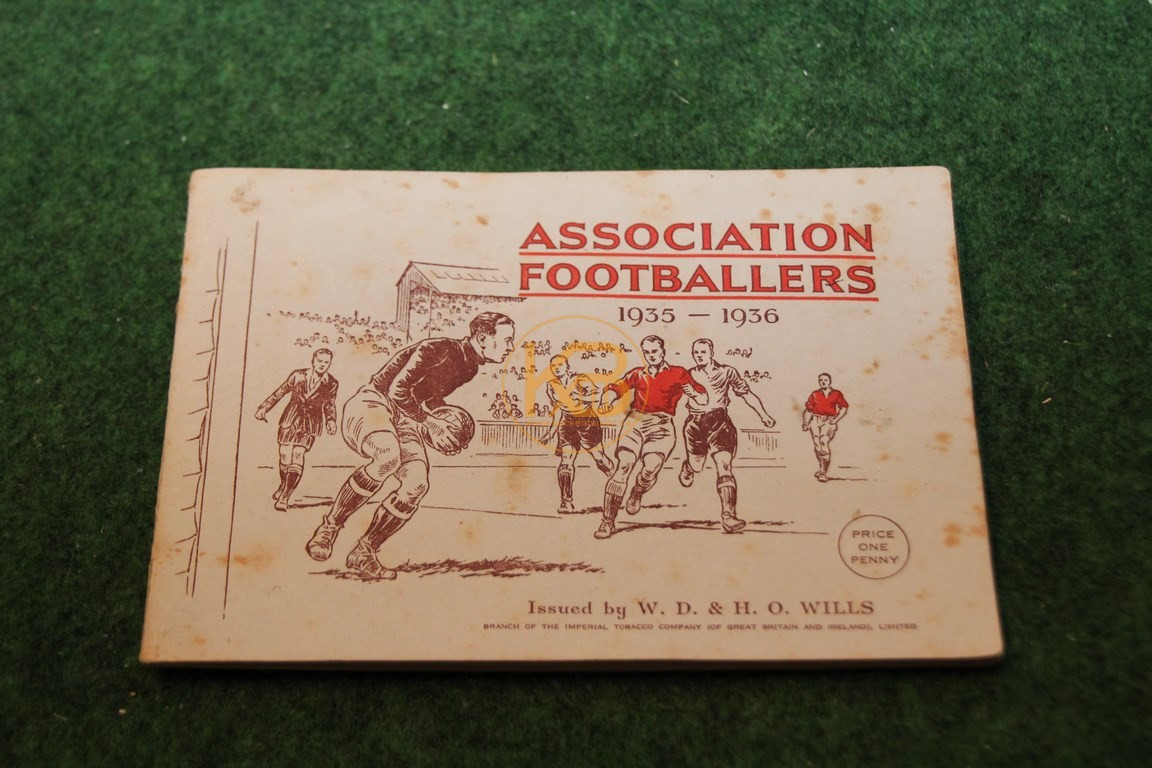 Englische Fußballsammelalbum Association Footballers aus den 30er Jahren, natürlich komplett.