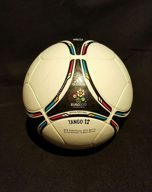 ADIDAS Tango 12 der offizielle Spielball vom DFB Pokal Finale 2012 in Berlin.