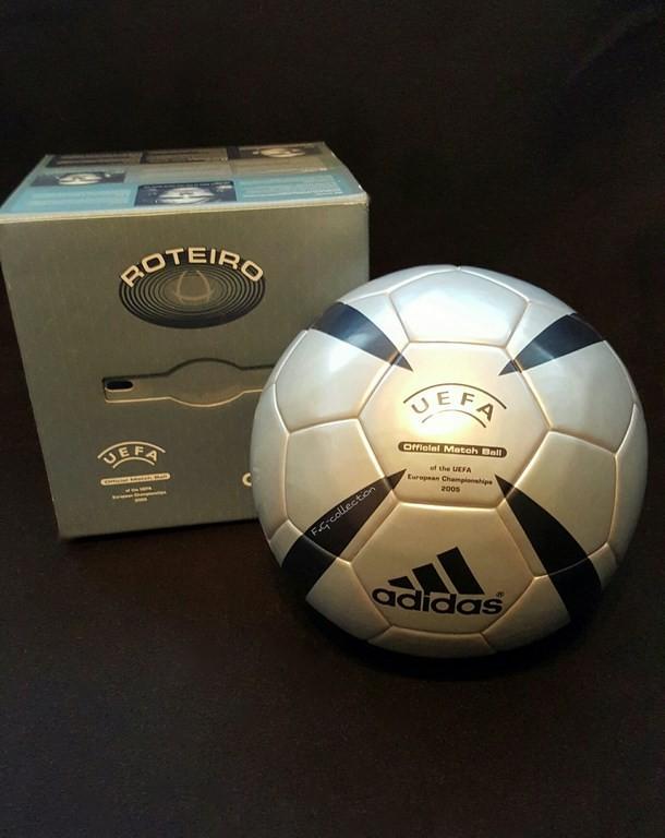 ADIDAS Roteiro der offizielle Spielball der EM 2004 in Portugal.