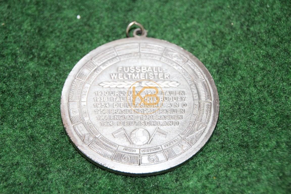Schwere große Gedenkmedailie an die Fussball Weltmeisterschaft 1978 in Argentinien. 2/2