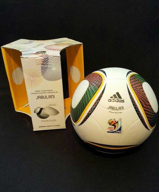 ADIDAS Jabulani der offizielle Spielball von der WM 2010 in Südafrika mit Originalverpackung.
