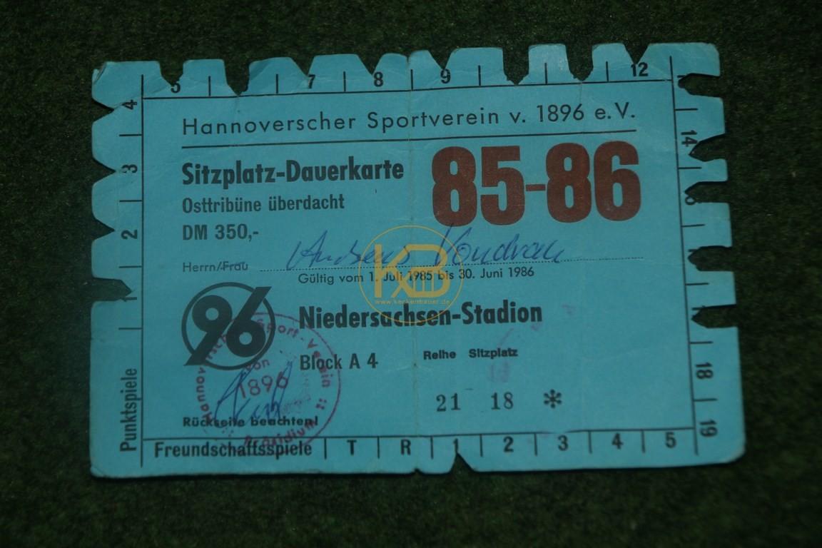 In Zeiten der Chipkarten eine Dauerkarte aus der Saison 85/86.