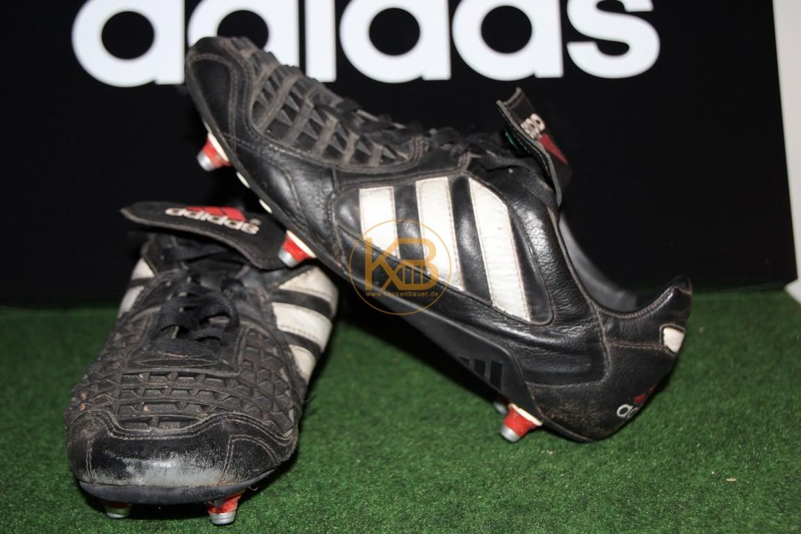 Ein Paar Adidas Predator Rapier was ich über ein großes Online-Auktionshaus abgegeben habe, da es nicht mehr in die Sammlung passt.