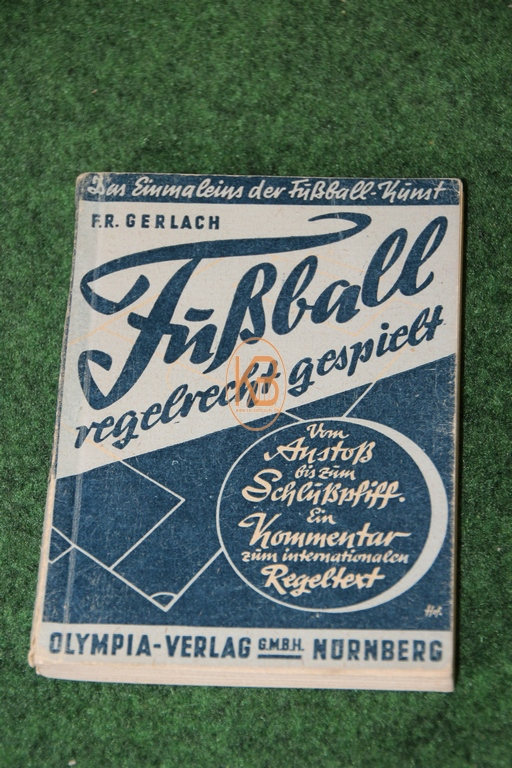 Buch Fußball regelrecht gespielt vom Olympia Verlag aus dem Jahr 1948