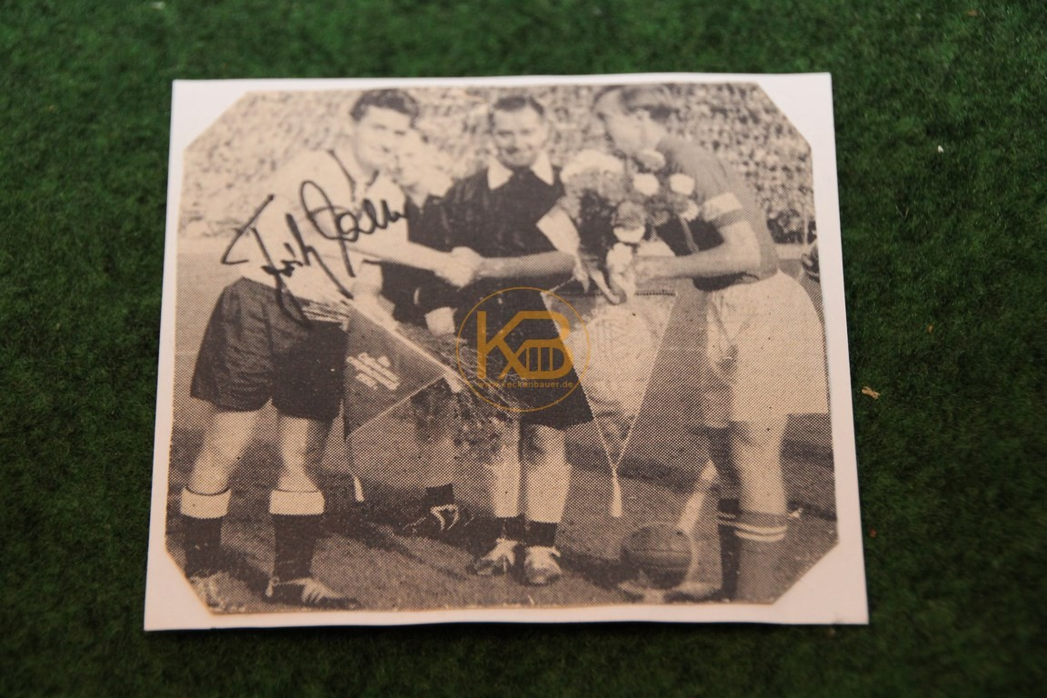 Original Autogramm von Fritz Walter, hier im Bild mit Igor Netto.