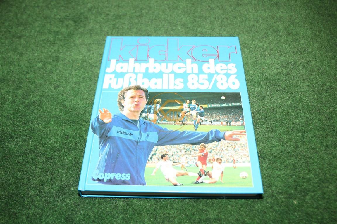 Kicker Jahrbuch des Fußballs 1985/1986 vom Copress Verlag.