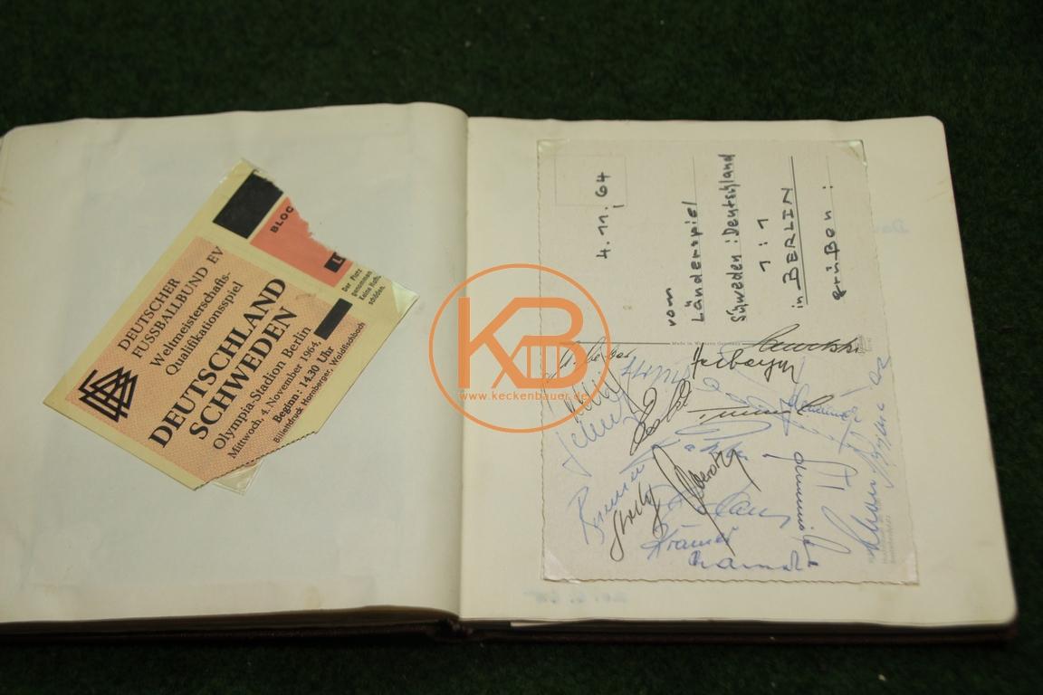 Original Eintrittskarte vom WM Qualifikationsspiel Deutschland gegen Schweden am 04.11.1963 in Berlin mit den original Autogrammen eines Teils der deutschen Mannschaft