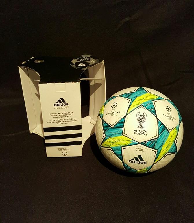 Der offizielle Spielball der ADIDAS Champions League Final Ball vom Finale 2011/12 in München mit Originalverpackung.