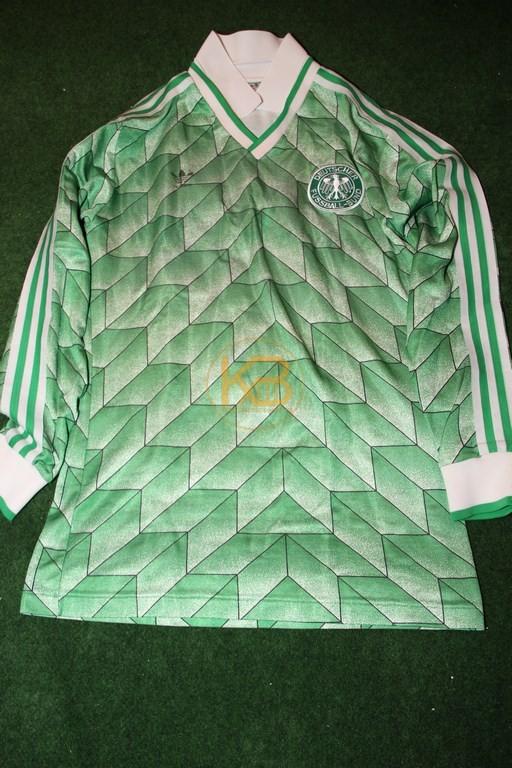 DFB Nationaltrikot in der sehr seltenen Langarm-Variante in Grün aus dem Jahr 1989 von Adidas.