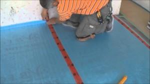Maak je vloer en ondervloer vrij van stof en vuil voordat je laminaat zelf gaat leggen. Lees de handleiding van de Laminaat Expert