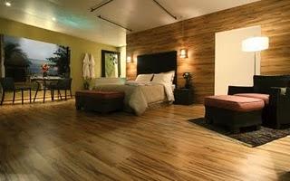 Interieurtip: Laat je laminaatvloer door lopen op de wand, voorbeeld slaapkamer.