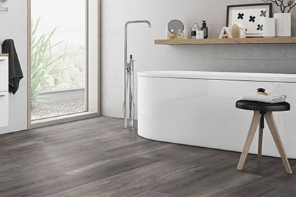 Waterbestendig  PVC laminaat geeft je badkamer een warme uitstraling