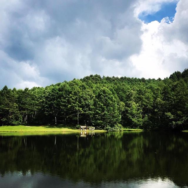 某湖畔沿い。キャンプには絶景と水(湖や川)が必須です...笑