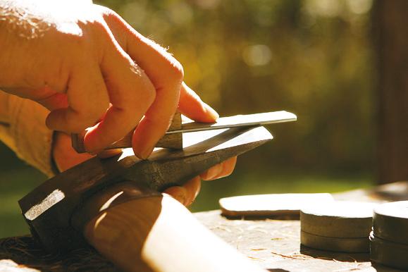 斧のメンテナンスとギア使用方法研修へ-山梨のアウトドアショップCARNOSA CAMP-