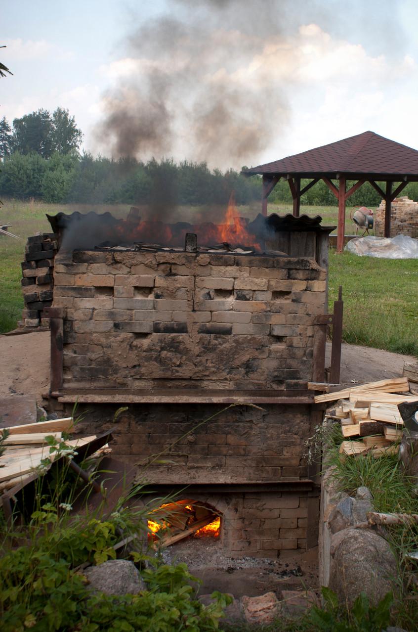 Firing the kiln fir fir tree wood