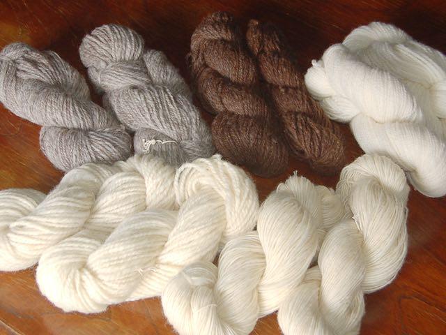 毛糸も販売しています。