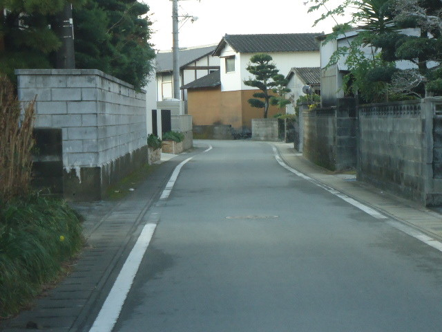 現地北側の前面道路