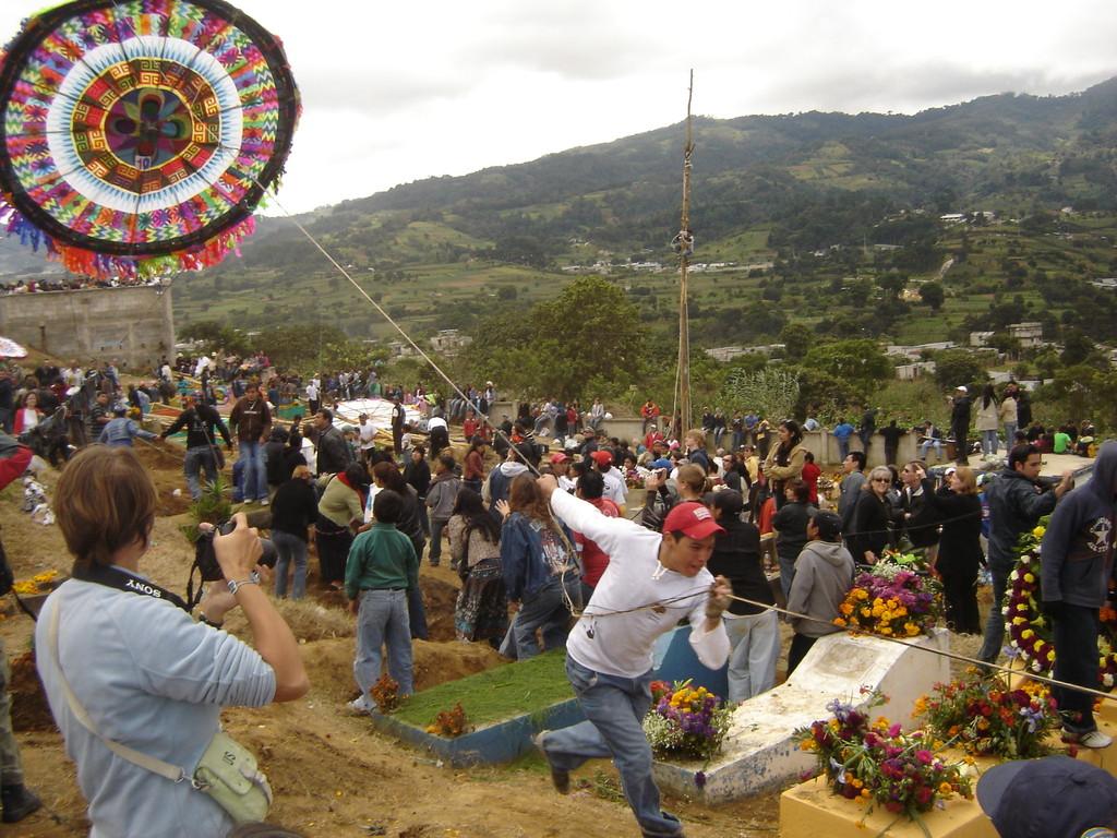 guatemalteco pulling a kite