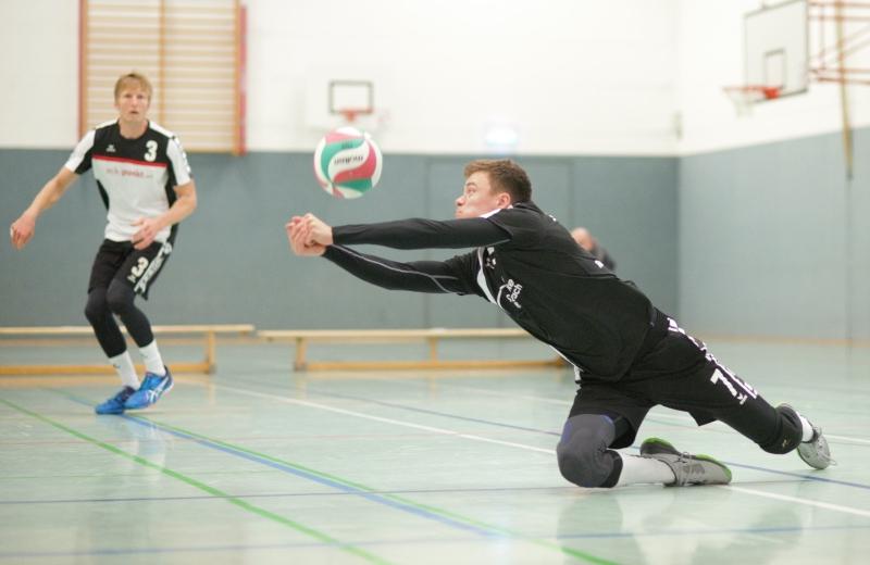 Jan Luckner wehrt den Angriff der Gäste aus Delitzsch erfolgreich ab.