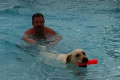 ... schwimmen, apportieren - ich fühl mich wohl.
