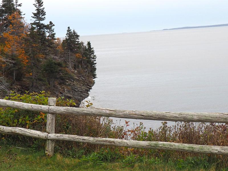 Bild 4 Unterwegs an den Klippen entlang, immer mit einem Blick aufs Meer