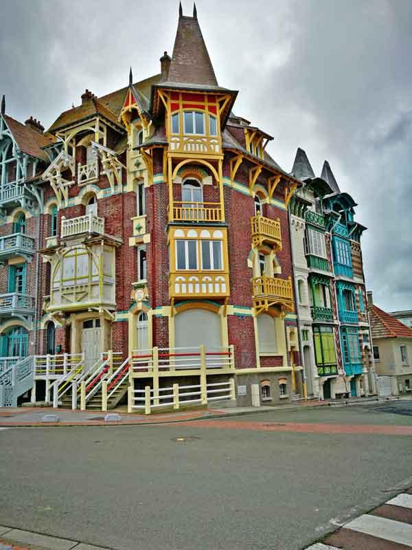 """Bild 10 Sehr schöne Häuser an der Promenade von """"Le Treport"""""""