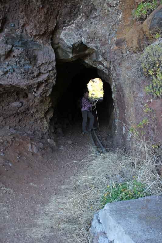 """Bild 8 Wanderung vom """"Jardim Atlantico"""" aus, Abkühlung in einem kleinen Tunnel"""