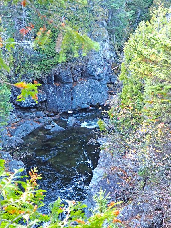 Bild 17 Wanderung am späten Nachmittag am Fluß entlang
