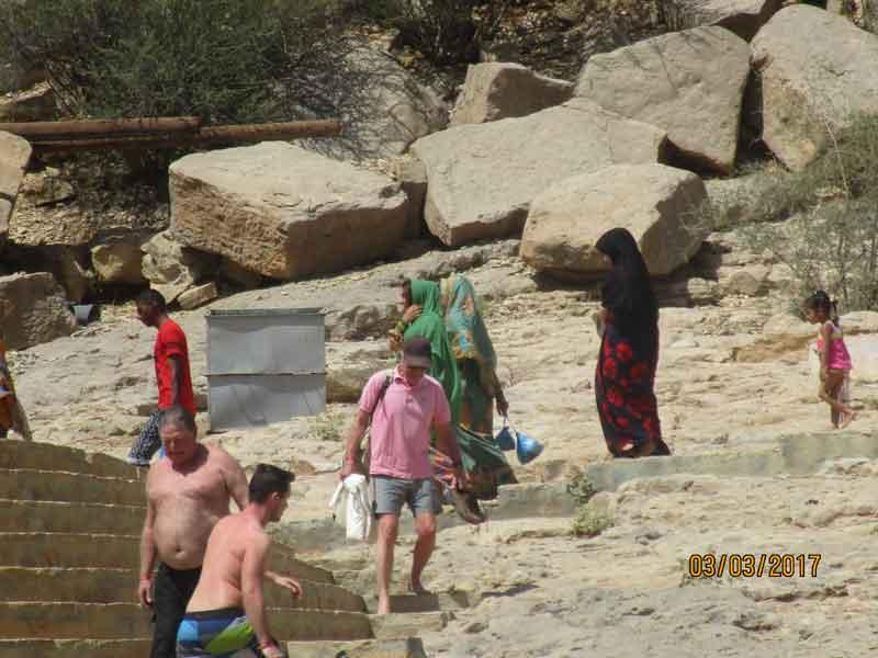 Bild 18 Viele Menschen heute im Wadi Bani Khalid