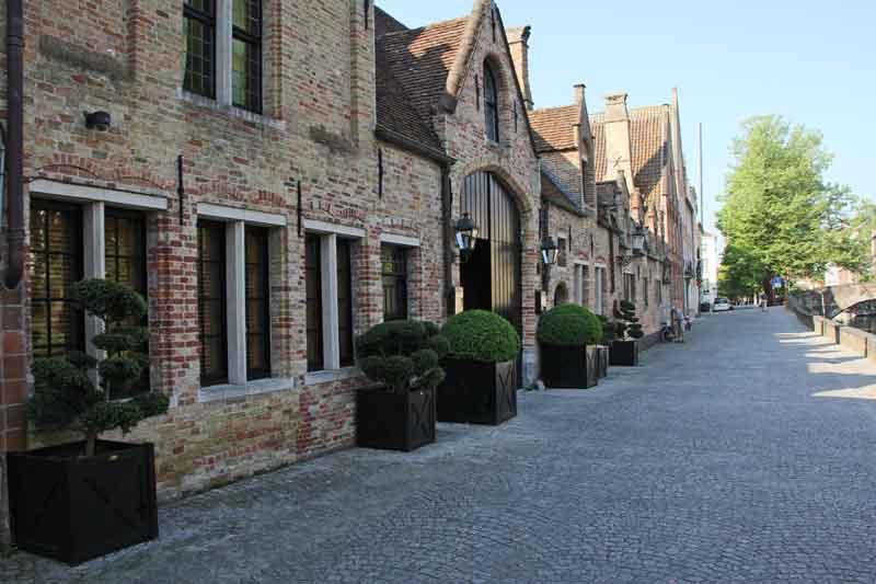 Bild 5 Tour durch Brügge am Morgen schöne alte Backsteinhäuser