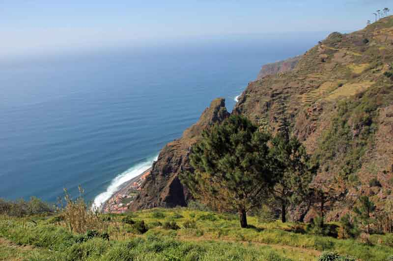 """Bild 3 Blick auf die Küste aus unserem Bungalow im Hotel """"Jardim Atlantico"""""""