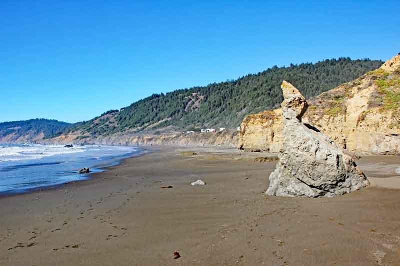 Bild 27 Zwischen den Felsen am Strand