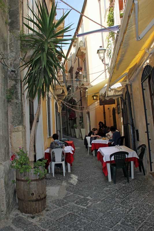 Essen in den Gassen von Syrakus