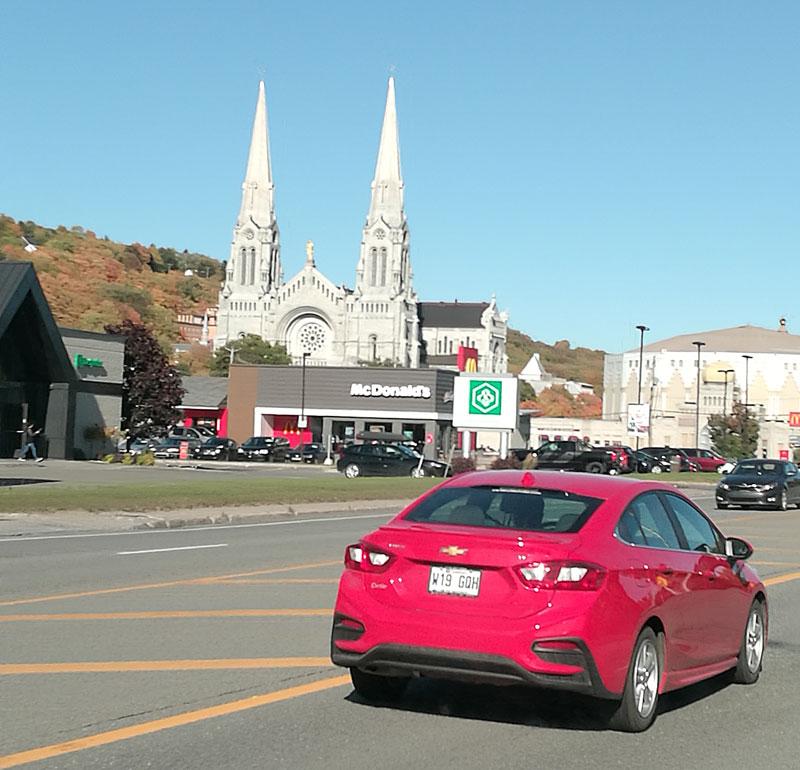 Bild 9 Blick auf Kirche in Saint Anne