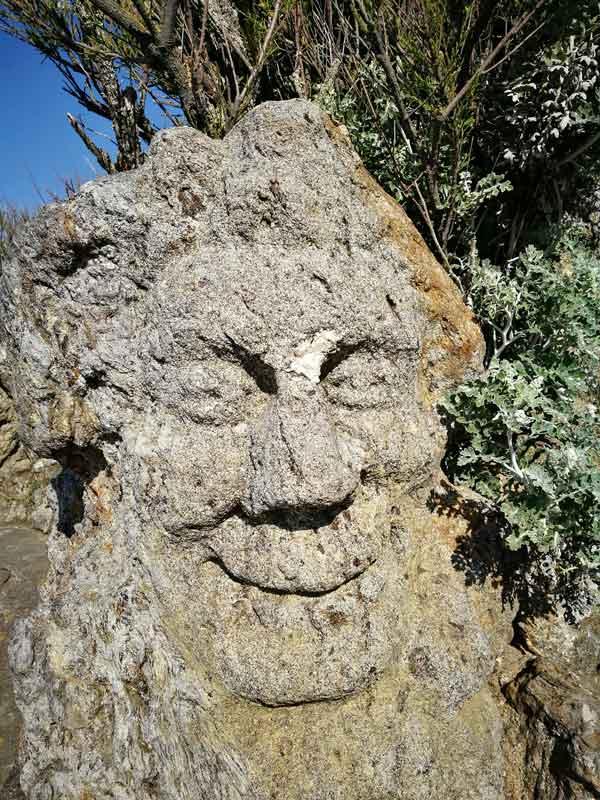 """Bild 51 An der Felsenküste von St. Malo, Ausstellung """"The sclptered Rocks"""""""
