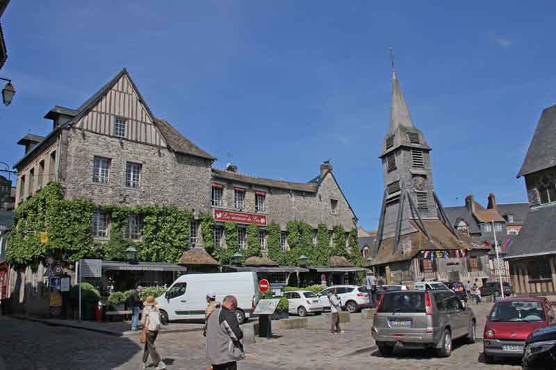 Bild 15 Blick auf Holzkirche St. Catrine in Honfleur.