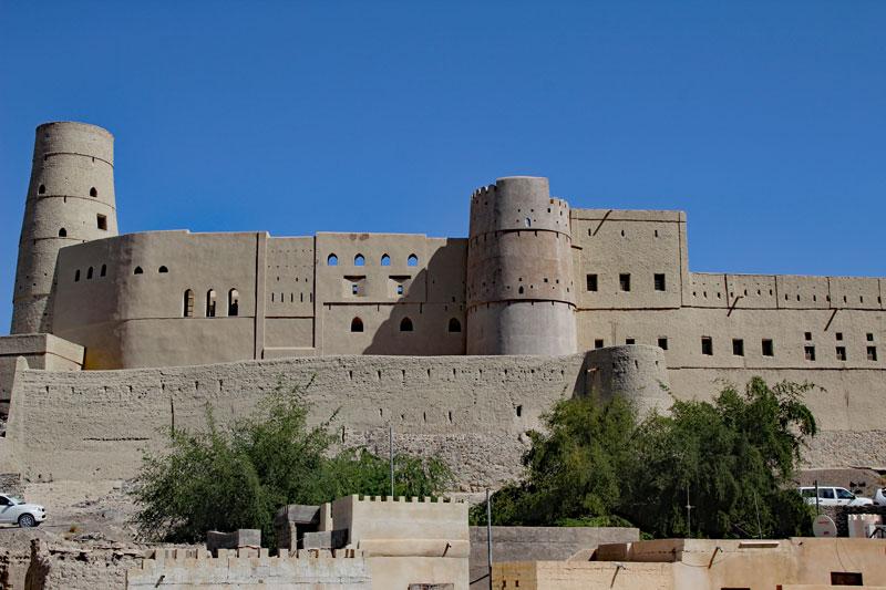 """Bild 7 Blick auf die Festung """"Hisn Tamah"""" vom Parkplatz aus"""