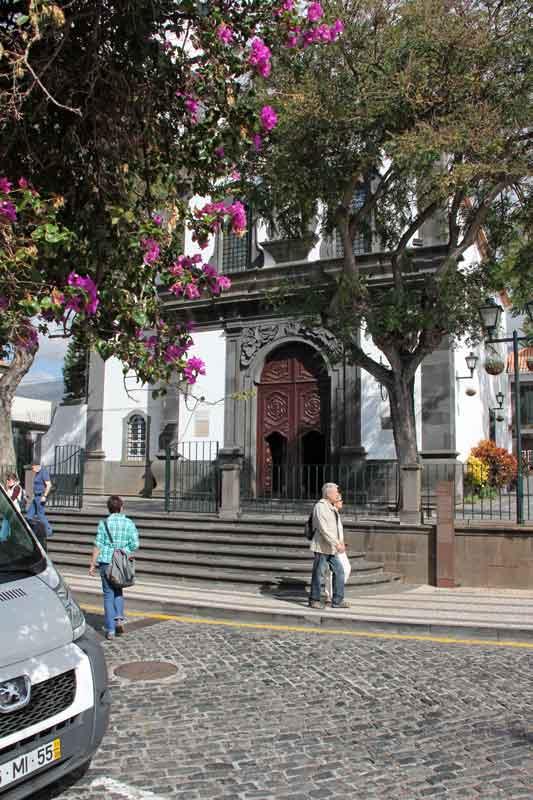 "Bild 8 Vor der Kirche ""Santa Maria Maior"""
