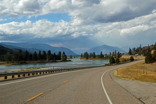 Bild 7 Immer am Flathead River entlang, fast ohne Verkehr, es macht Spaß hier unterwegs zu sein