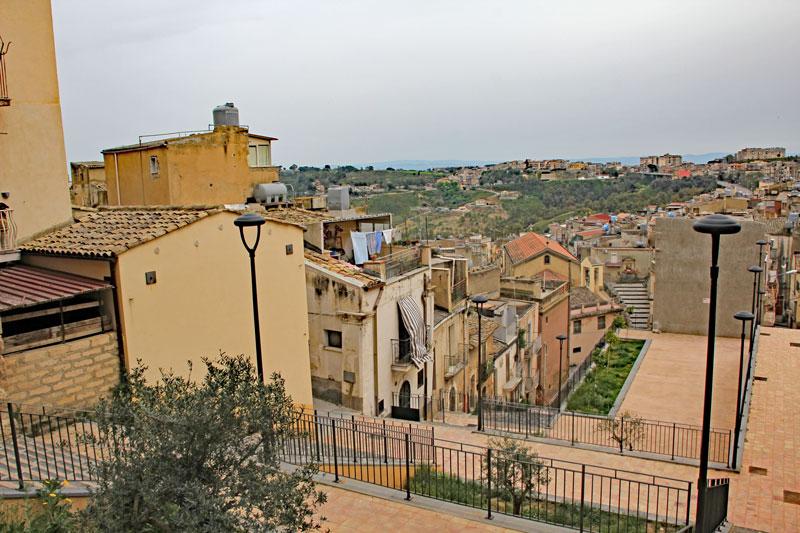 Blick auf die Stadt Caltagirone