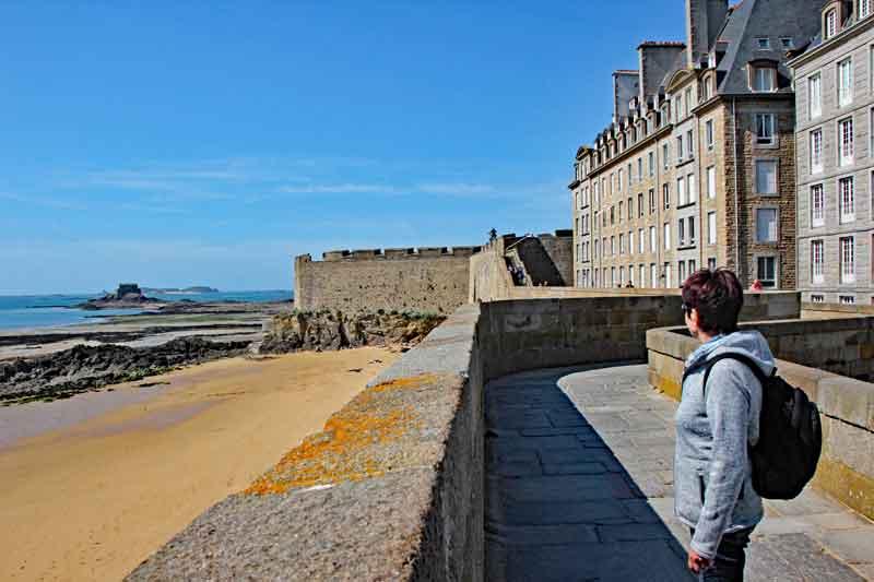 Bild 37 Rundweg um die Altstadt von St. Malo auf der Stadtmauer