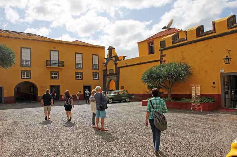"""Bild 11 Vor dem alten Fort """"Fortaleza de Sao Tiago"""""""