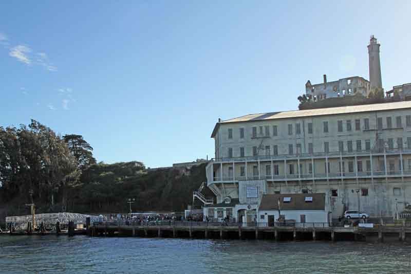 Bild 16 Blick auf Alcatraz, die Gebüde lassen sich bereits gut erkennen
