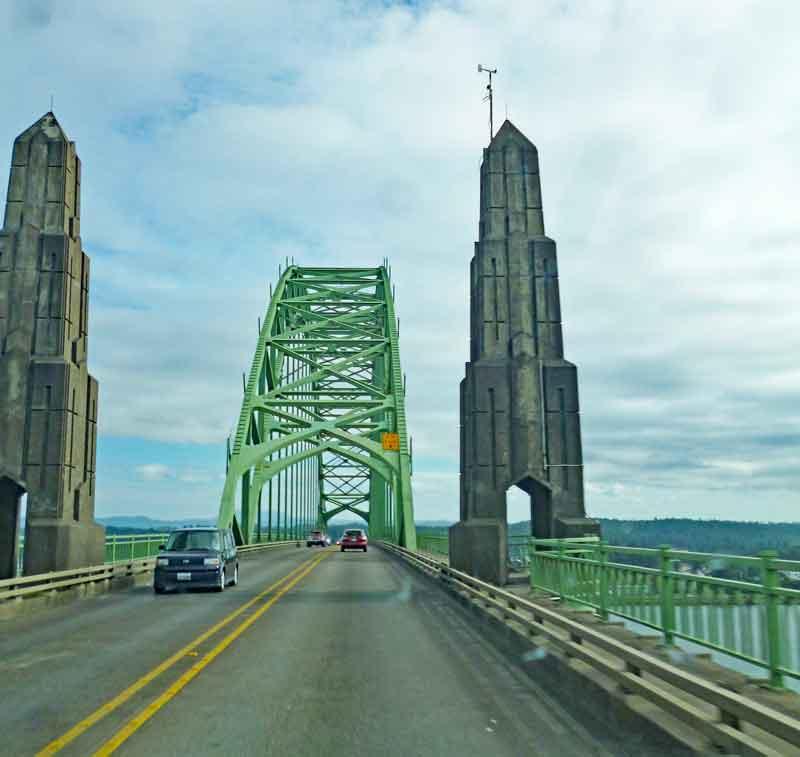 Bild 17 Unterwegs geht es über viele schöne Brücken in Oregon