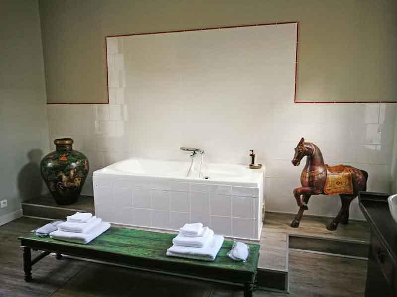 "Bild 17 Unser großes Badezimmer im ""Manoir de la Fieffe"""