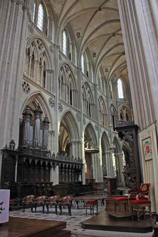 Bild 36 In der Kathedrale von Bayeux