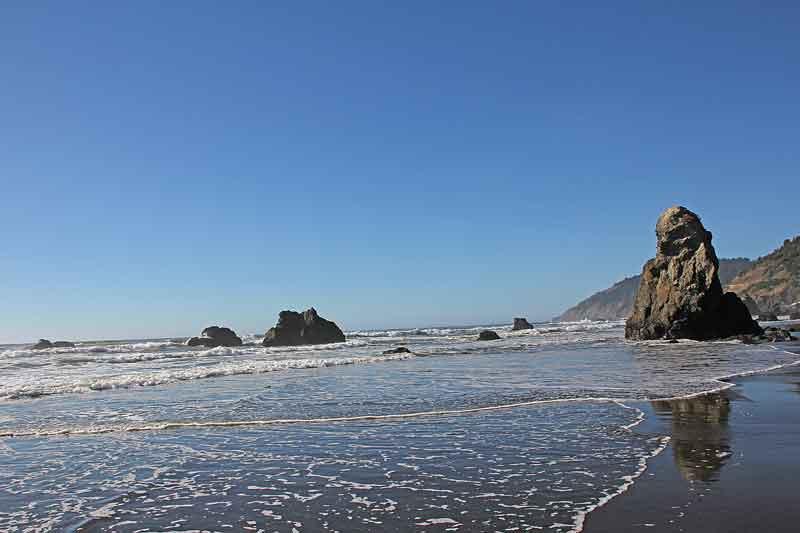 Bild 25 Zwischen den Felsen am Strand